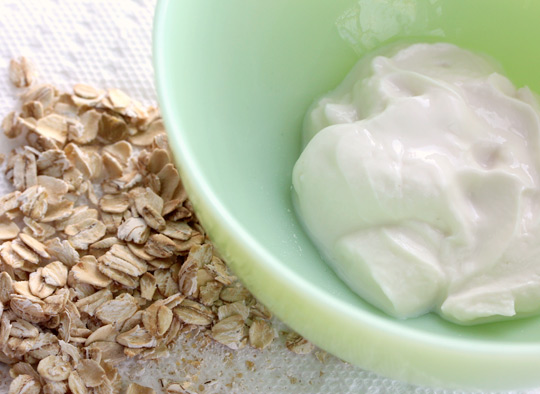 Oatmeal and Yogurt Scrub