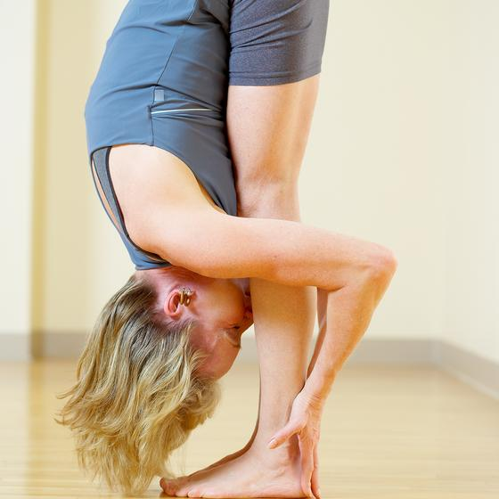 vertical standing split