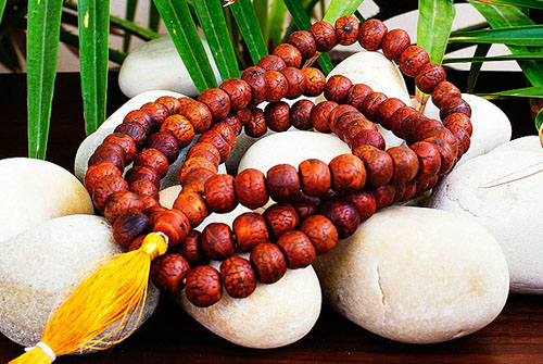 How To Use Mala Beads For Yoga And Meditation