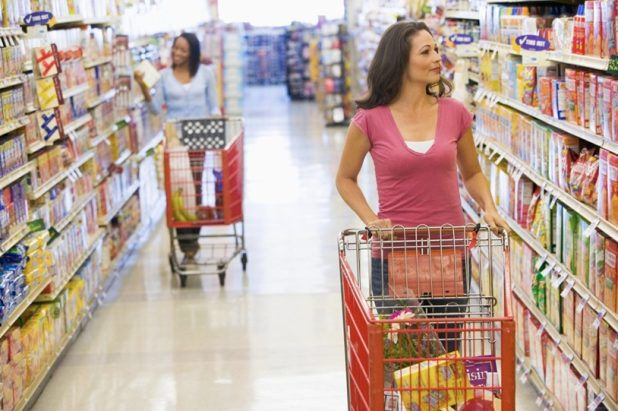 food-shopping-with-list